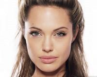 Angelina_Jolie_usuneła_obie_piersi_w_obawie_przed_rakiem