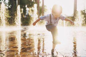 Nie pozwalajcie dzieciom kąpać się w fontannie