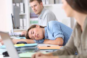 Osoby z bezdechem sennym i nadmierną sennością w ciągu dnia są bardziej narażone na choroby serca!
