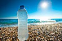 Butelka wody zostawiona na słońcu jest zagrożeniem dla Twojego zdrowia