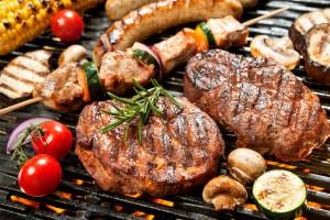 Czy mięso z grilla powoduje nowotwory?  Odpowiadamy jak ograniczyć ryzyko raka i cieszyć się wiosennym grillowaniem.