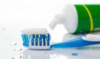 Fluor w paście do zębów i środkach do higieny jamy ustnej