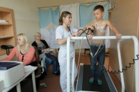 Próba wysiłkowa na bieżni. Badanie młodego sportowca w Poradni Sportowej ETERMED w Gdańsku.