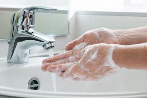 Pamiętaj! Zawsze myj ręce po powrocie do domu