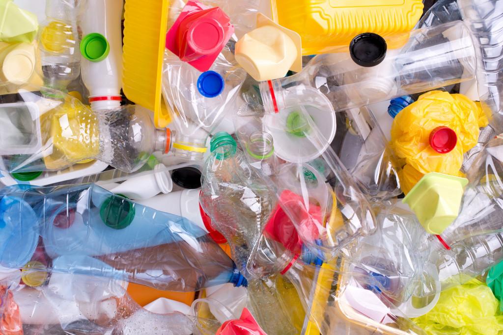 platik, butelki, szkodliwość, mikroplastik, drobinki plastiku