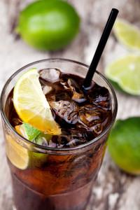 Słodkie i kolorowe napoje zwiększają raka!